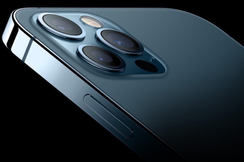 Apple tạm dừng sản xuất iPhone ở nhà máy Ấn Độ sau khi bạo loạn nổ ra