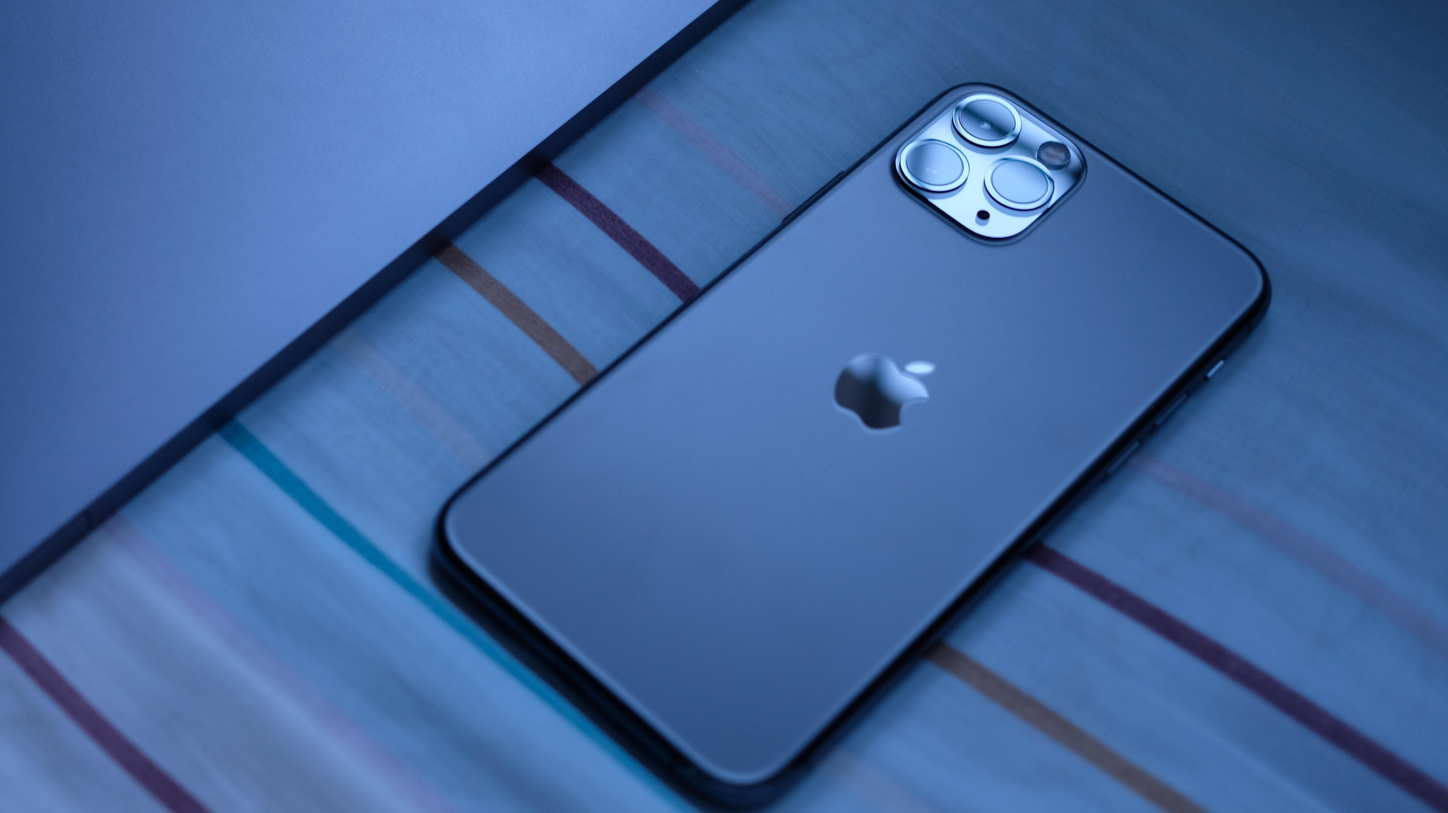 Apple trừng phạt các nhà sản xuất và thắt chặt thị trường iPhone 1