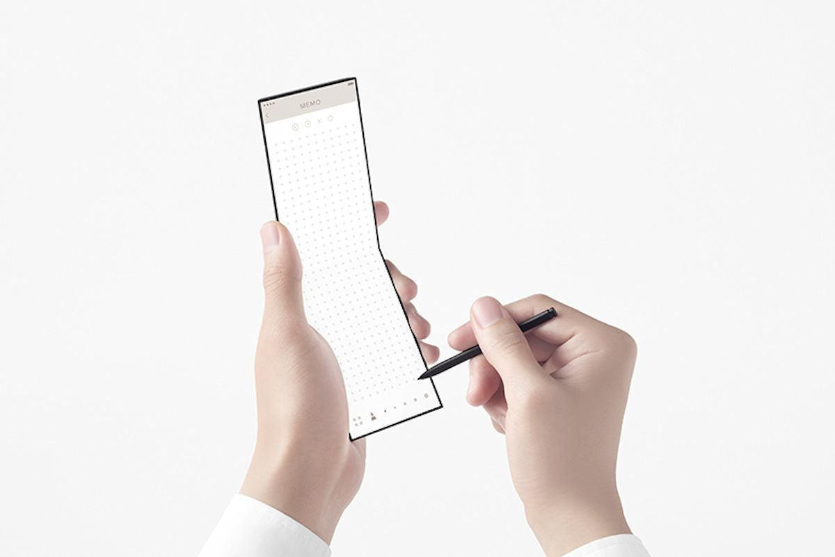 OPPO giới thiệu chiếc điện thoại thông minh có thể gập lại thành 3 3