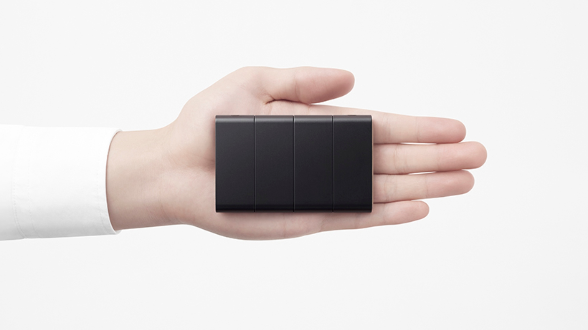 OPPO giới thiệu chiếc điện thoại thông minh có thể gập lại thành 3 5