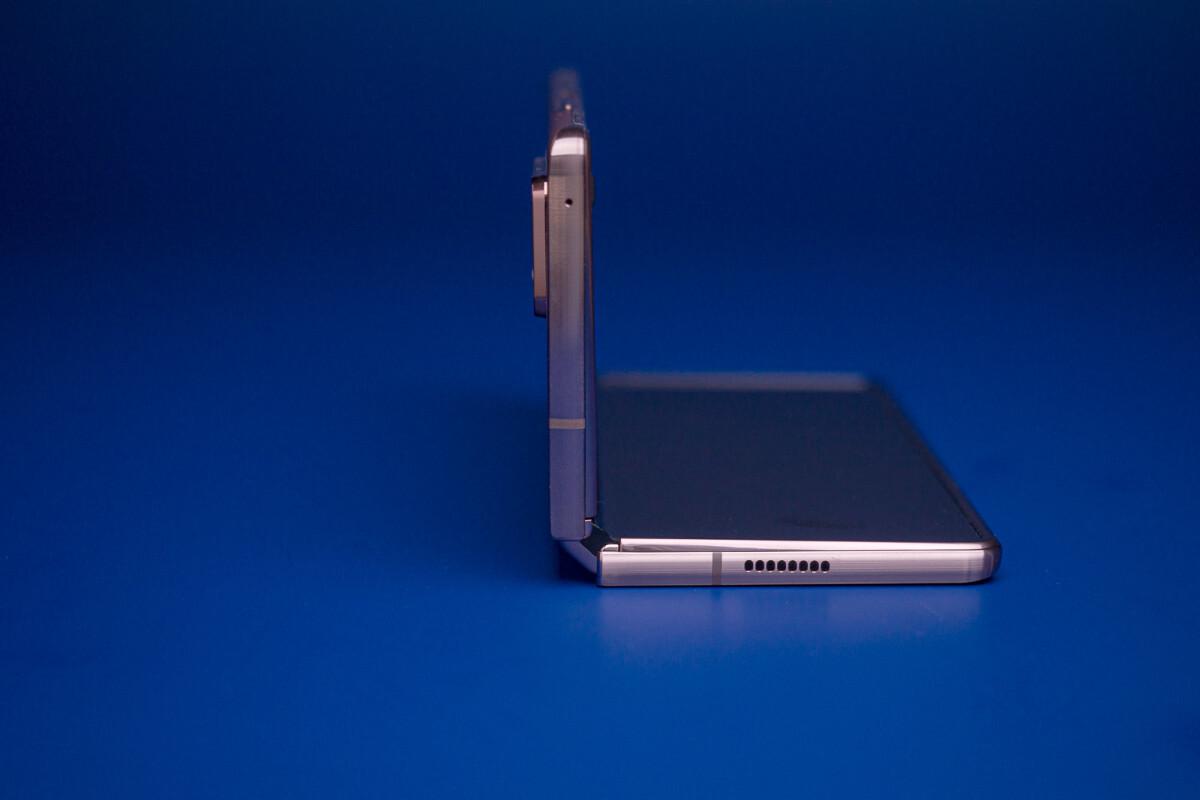 Apple đang phát triển nguyên mẫu iPhone có thể gập lại 2