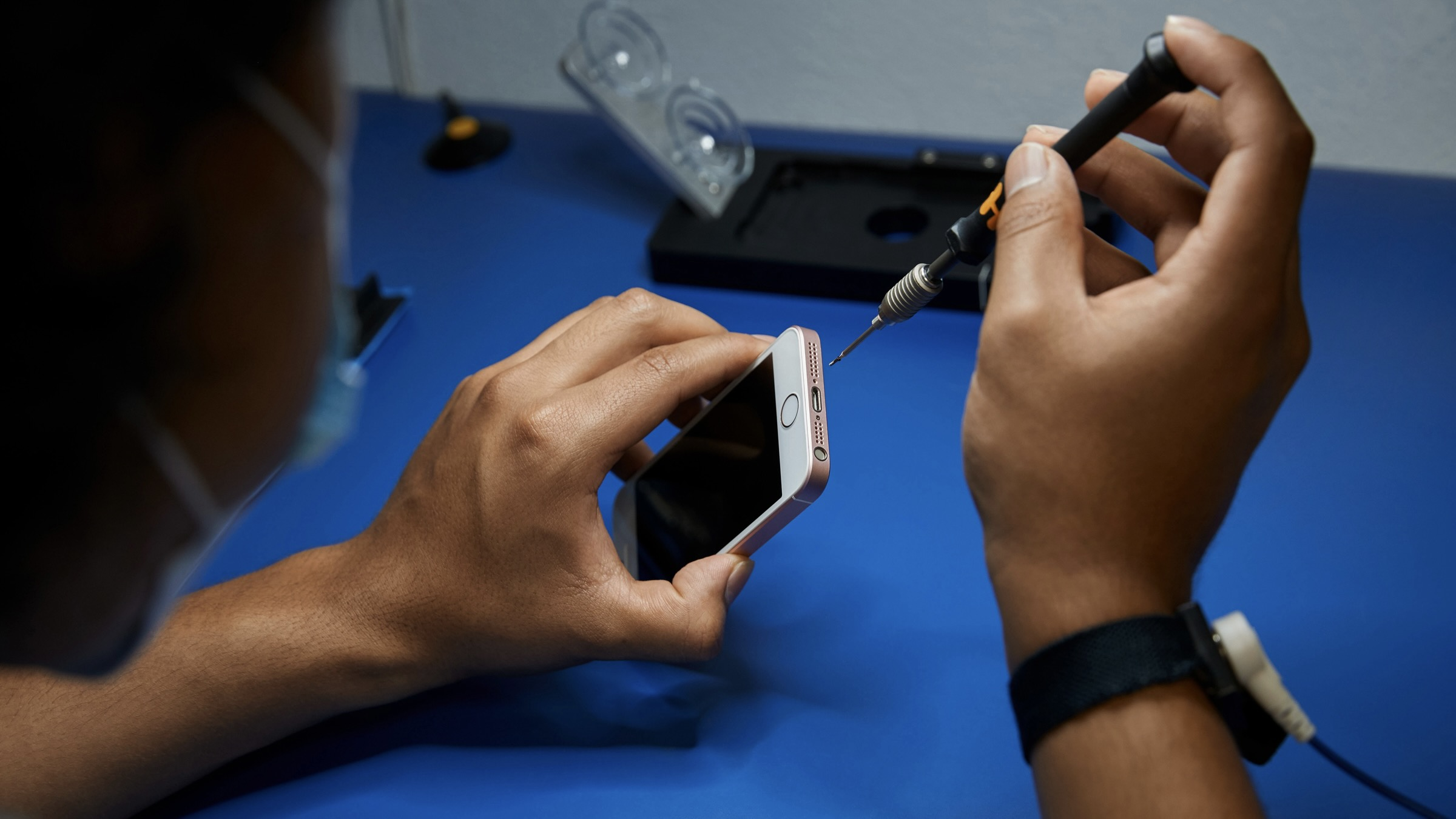 Apple mở rộng chương trình Nha cung cấp sửa chữa độc lập đến hơn 200 quốc gia mới