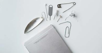 5 đồ vật không tưởng có thể thay thế que chọc sim iPhone