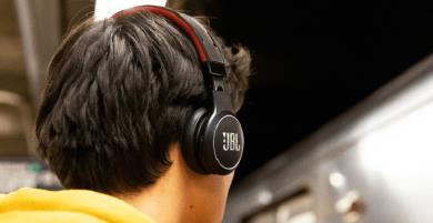 Tai nghe Bluetooth JBL REFLECT Eternal tự sạc 'thần kì' nhất quả Đất