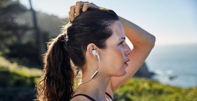 """Chia sẻ kinh nghiệm chọn tai nghe chạy bộ phù hợp và """"xịn sò"""" nhất!"""