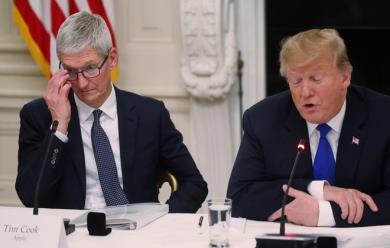 """Donald Trump gọi nhầm Tim Cook là """"Tim Apple"""", nhớ tên siêu tệ"""