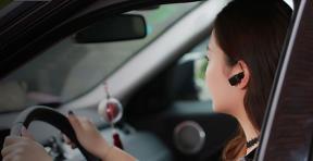 Có được sử dụng tai nghe đàm thoại khi tham gia giao thông không?
